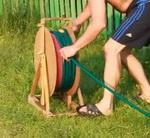Изготавливаем катушку для поливного шланга