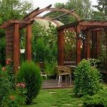 Пергола как украшение ландшафта  загородного дома