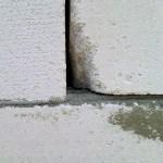 Заделка щелей в  стене из газобетона