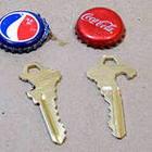 Ключом от квартиры открываем бутылки и банки