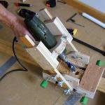 Как просверлить  под нужным углом отверстие ручной дрелью