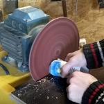 Очистка наждачной шкурки шлифовальных машин