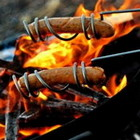 Необыкновенный держатель для жарки сосисок