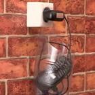 Зарядка мобильного телефона около розетки